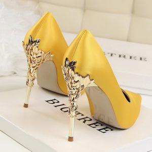 Sapato Scarpin Salto Flor de Ouro